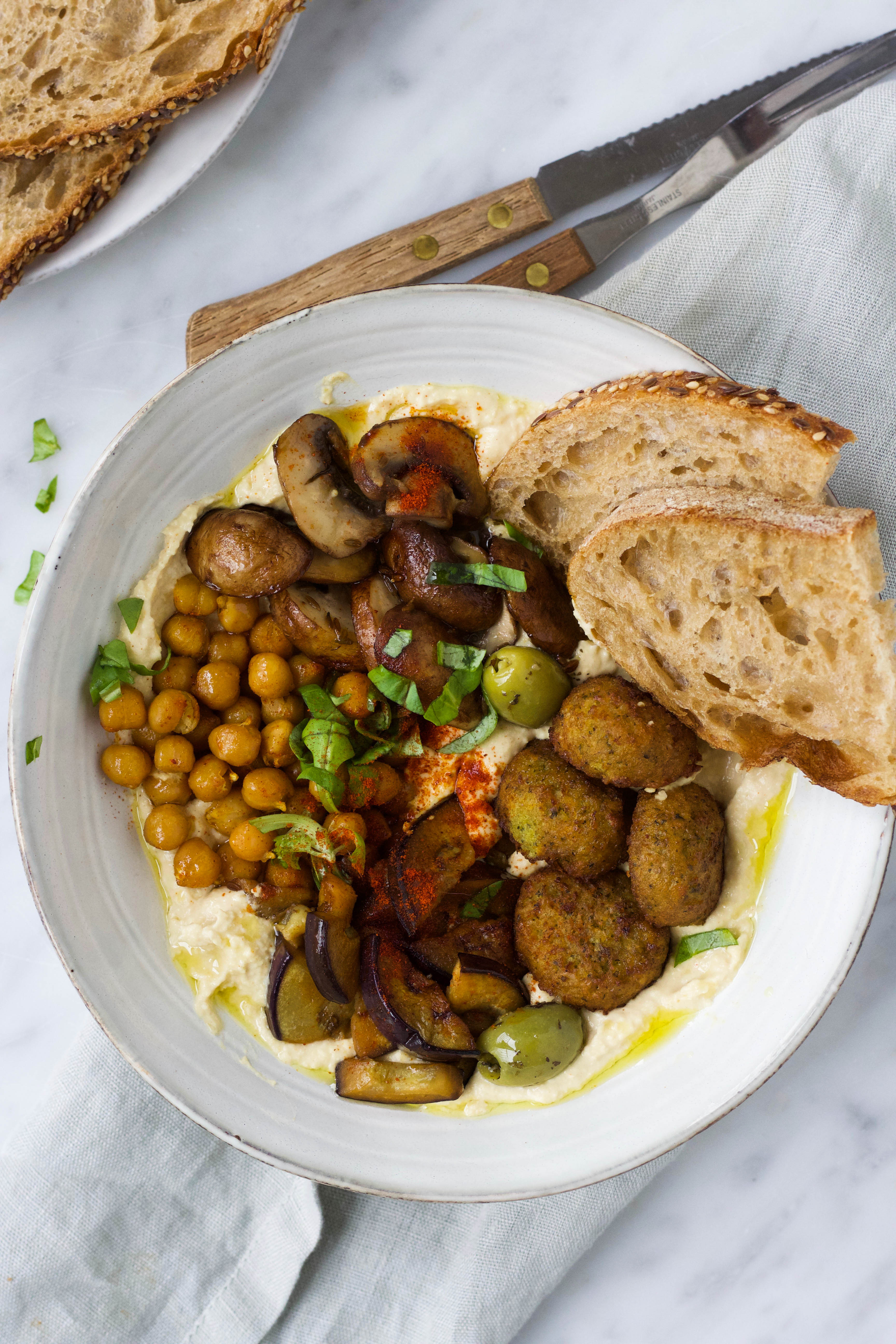 Hummus plate falafel