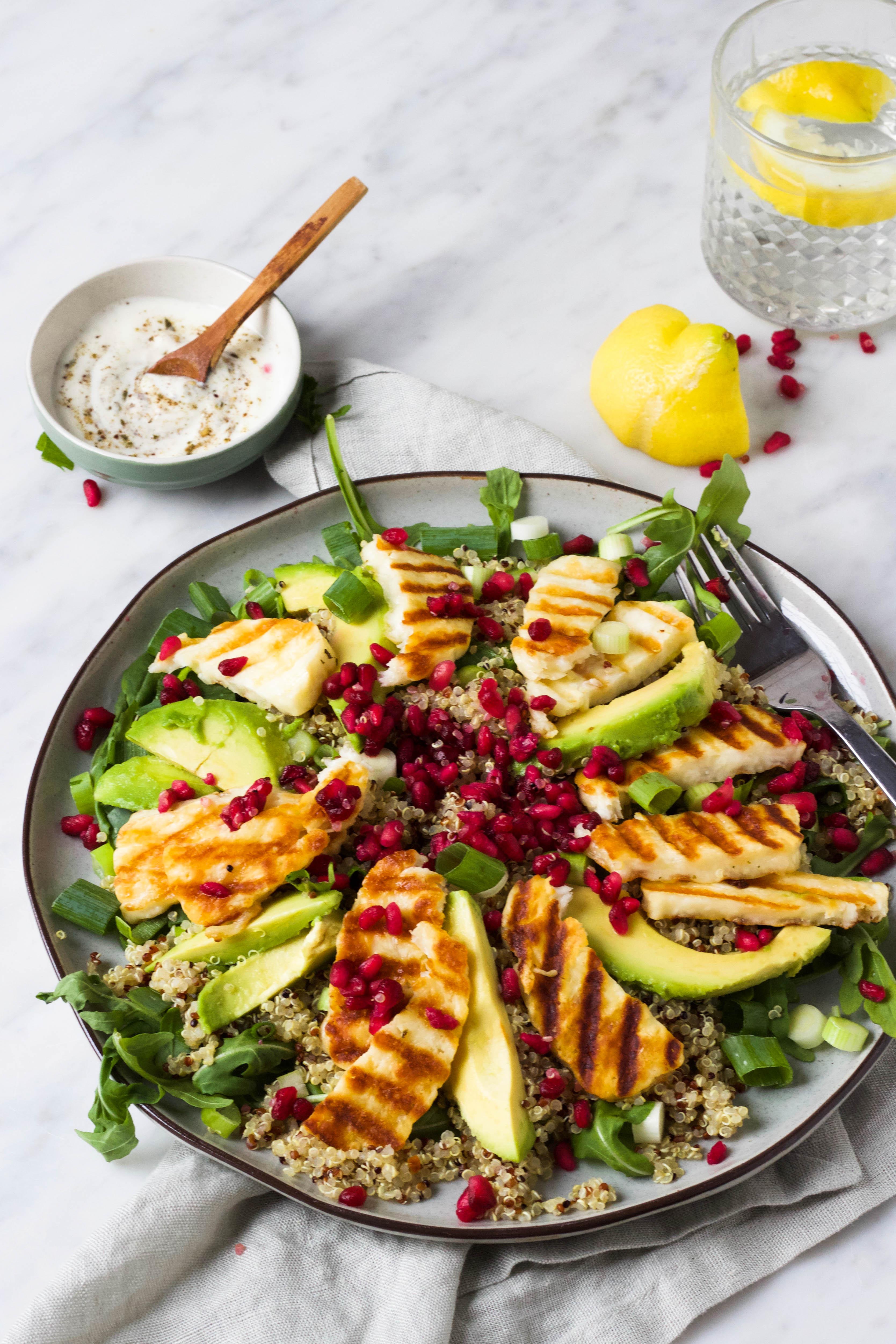 halloumi salade quinoa, granaatappe
