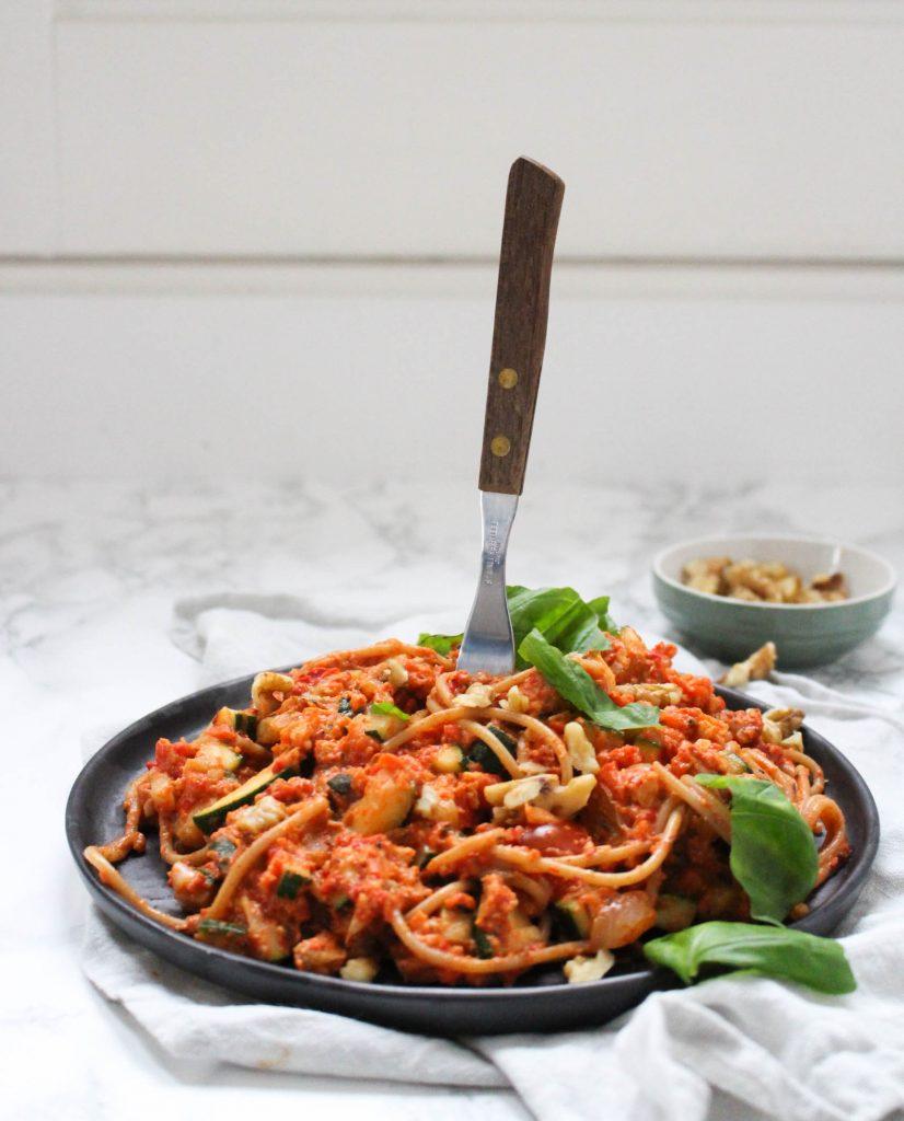 Spaghetti paprika-walnotensaus