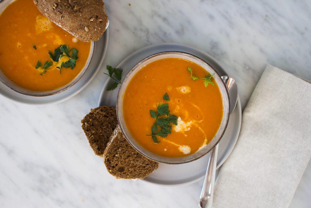 geroosterde tomaat-pompoen soep