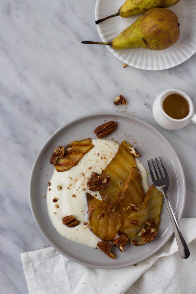 Yoghurt gegrilde peer honing pecannoten