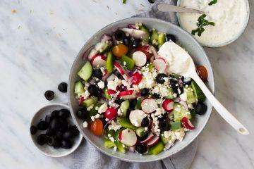 Griekse salade tzatziki