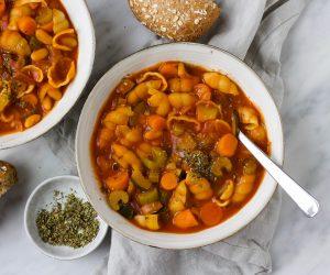Minestrone soep Italiaanse tomatensoep pasta