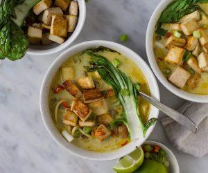 gele currysoep gegrilde paksoi